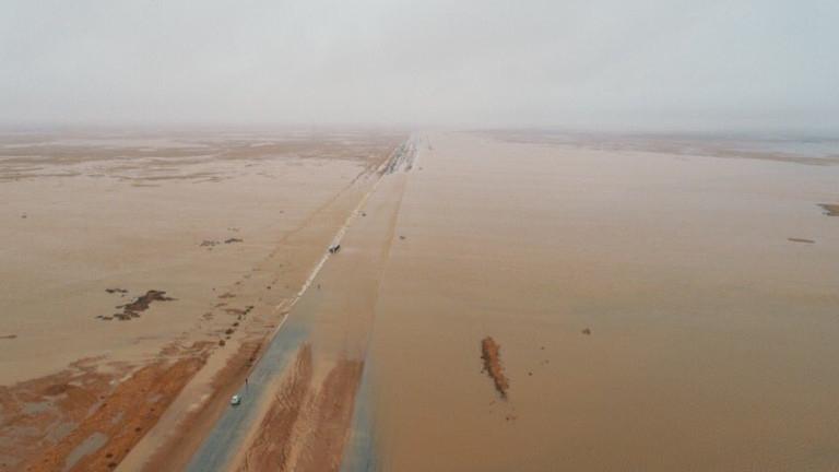 Силни дъждове наводниха пустинята на Саудитска Арабия,валежите започнали от 10