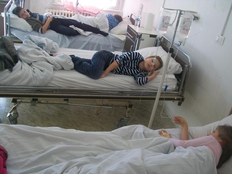 Приеха 22 деца с хранително отравяне в ямболската болница