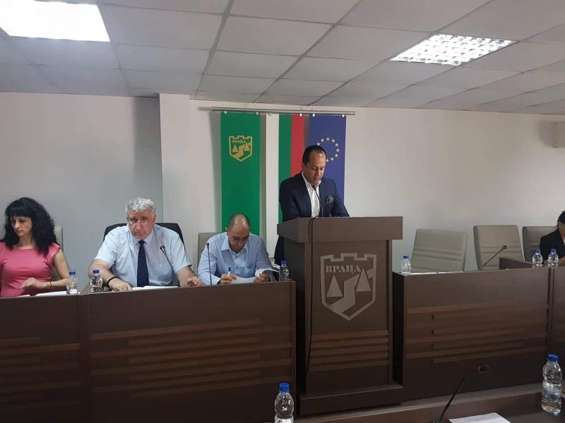 "Близо месец директорът на врачанската МБАЛ ""Христо Ботев"" Евгени Любенов"