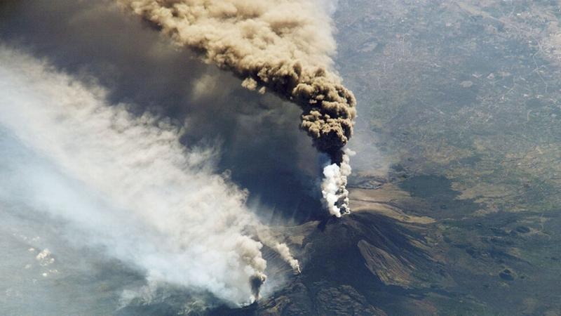 Снимка: Вулканът Етна изригна отново