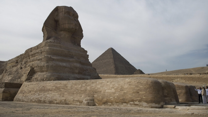 Египетски археолози откриха малка статуя, копие на Сфинкса, по време