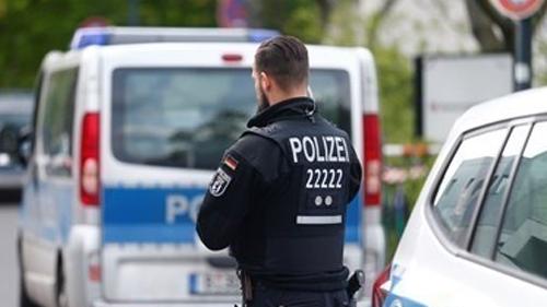 Германската полиция съобщи, че един човек е убит и двама