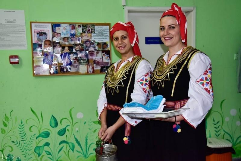 Снимка: Пресъздават обичая Бабуване в Козлодуй