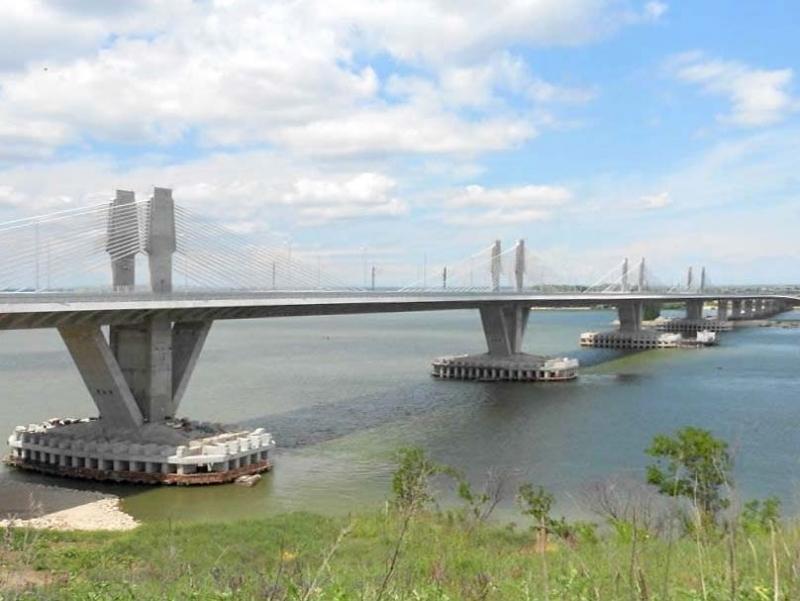 Около 7-километрова опашка се е образувала на Дунав мост 2