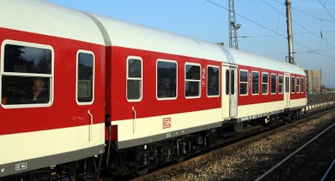 Рецидивисти в 7 и 8 клас, потрошили пътническия влак София