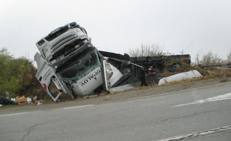 Нов инцидент с ТИР-ове е станал на международен път Е-79