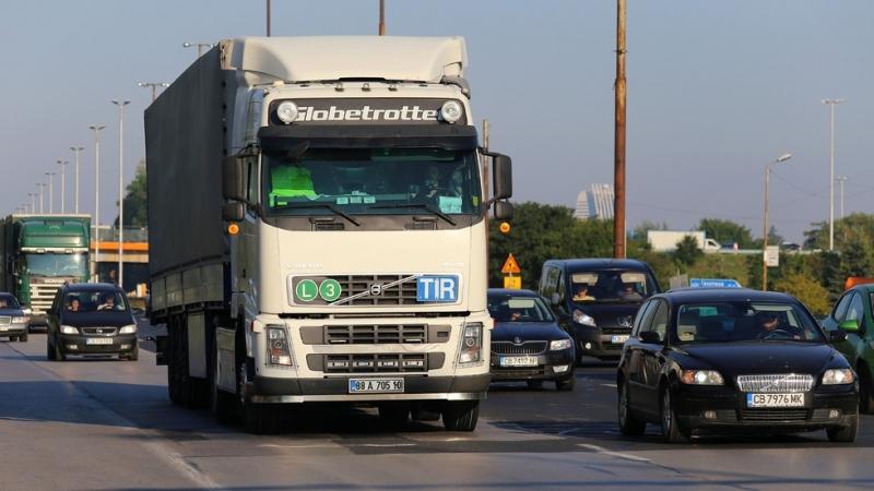 Автобуси и камиони - на прицела на контролните органи. Полиция