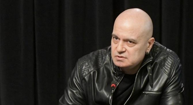 Телевизионният водещ Слави Трифонов публикува нов пост в страницата си