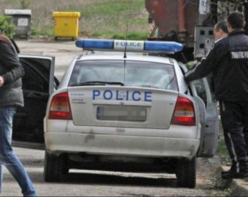 Ченгета хванаха младежи в притежание на дрога, докато се разкарвали