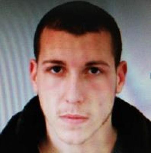 Задържан е23-годишният Загари Чернев, койтоблъсна и рани тежко полицай в