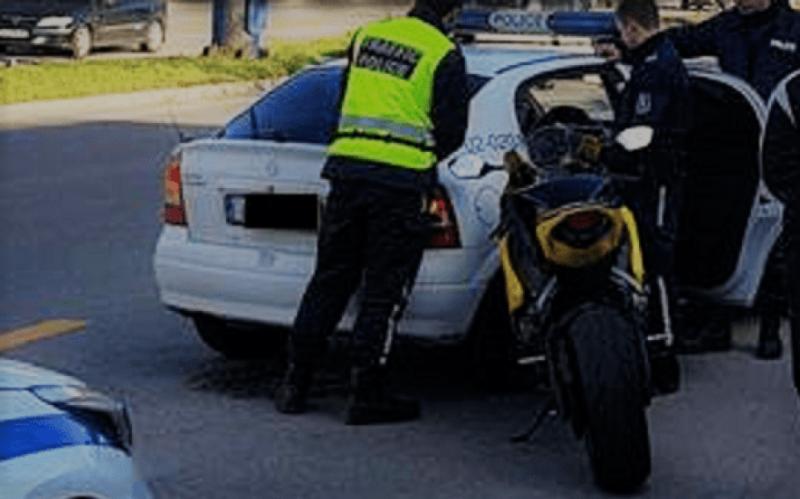 Снимка: Бързи и яростни! Моторист си спретна гонка с полицаи във Врачанско