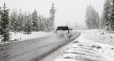 Пътна полиция апелира към шофьорите - вали обилен сняг, не