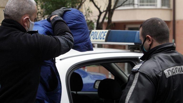 Непълнолетни откраднаха яке и пари от къща във Врачанско, съобщиха