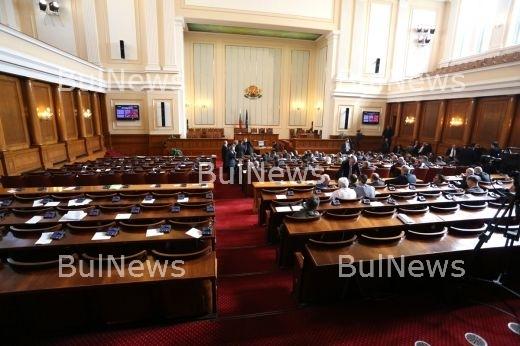Какво се случи? Парламентът блокиран отвътре