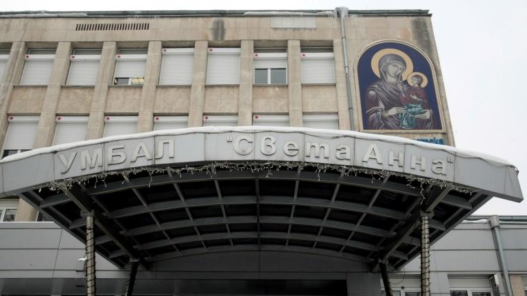 Пострадалият снощи 39-годишен полицай от СДВР е в тежко състояние