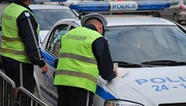 Полицията е спряла двама шофьори с нередовни коли във Врачанско,