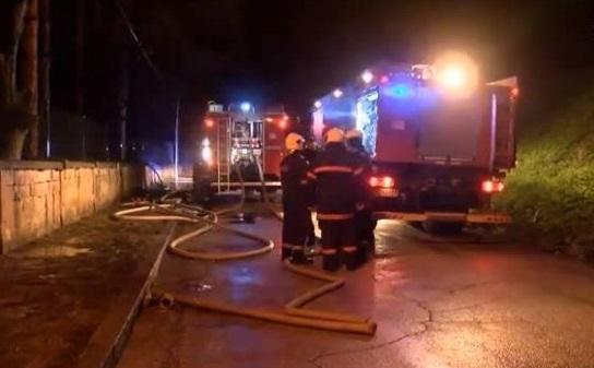 Пожар е изпепелил покрив на блок във Видин, съобщиха от
