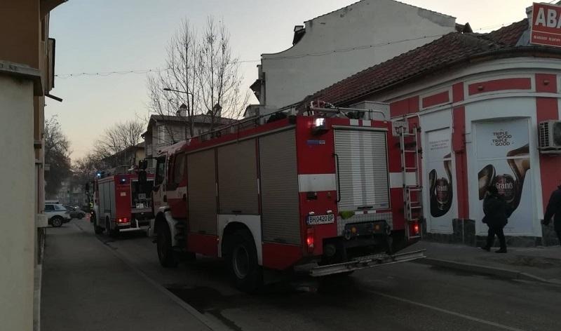 Снимка: Огнено утро! Пожар бошува в магазин във Видин /снимки/