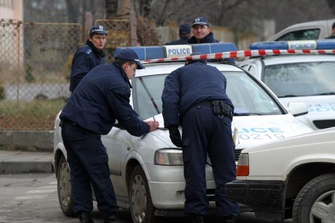 """Полицаи от две области преследваха близо час рецидивист в""""Хаинбоаз"""". Той"""