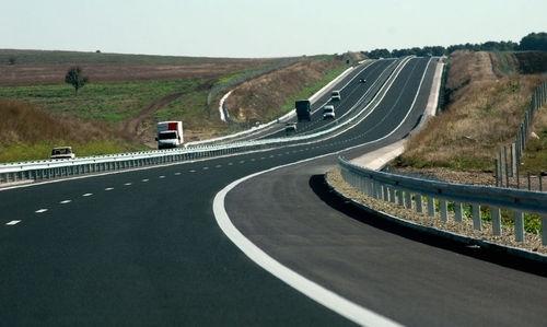 ОГРАНИЧЕНИЯ ЗА ТОВАРНИ АВТОМОБИЛИ: Забранява се движението на моторни превозни