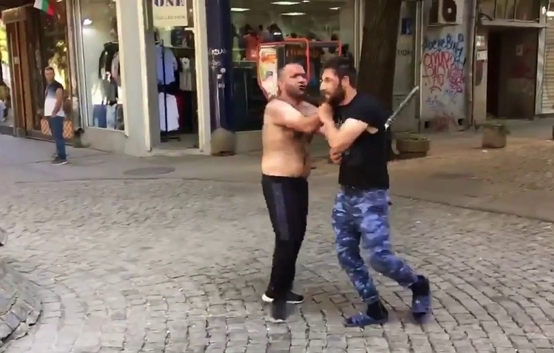 Кърваво меле в Северозапада! Намушкаха мъж при уличен бой в Роман