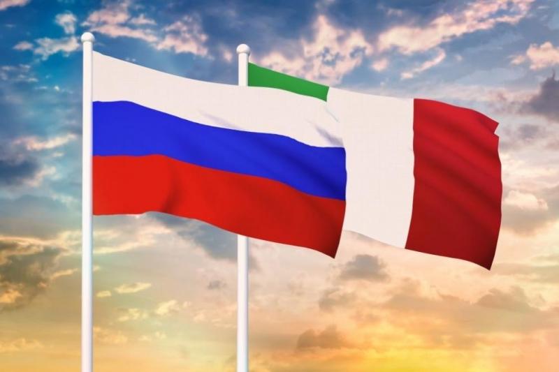 """Италия обяви днес """"незабавното"""" експулсиране на двама служители на руското"""