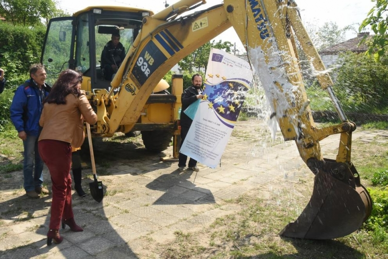 Снимка: Бившият Младежки дом в Лом става модерен културен център
