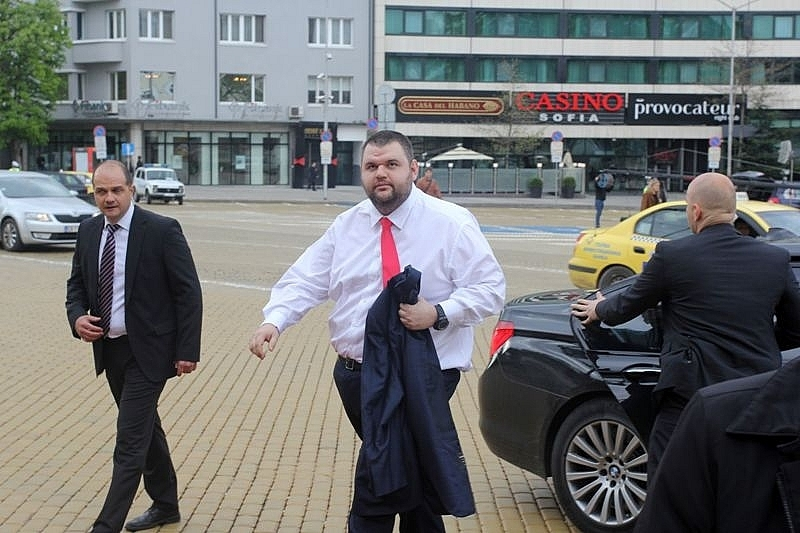 ДПС депутатът Делян Пеевски е стартирал нова операция по преструктуриране