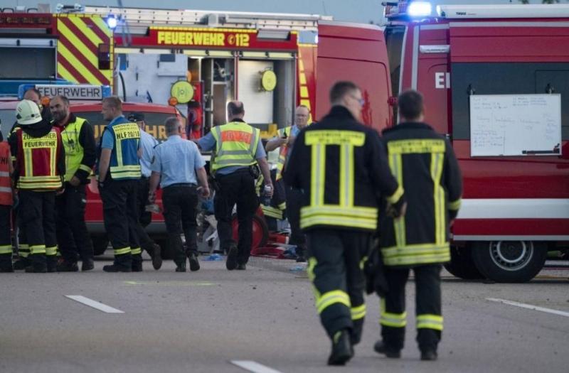 Германската полиция съобщи, че автобус с над 70 пътници е