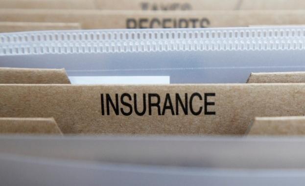 Квестори влизат в две застрахователни компании