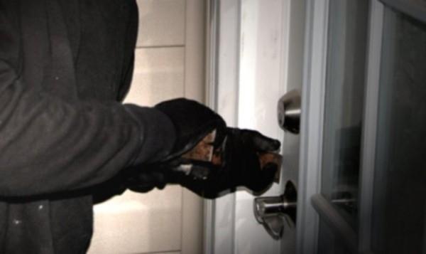 Неизвестен засега извършител ограби къща в село Паволче, съобщиха от