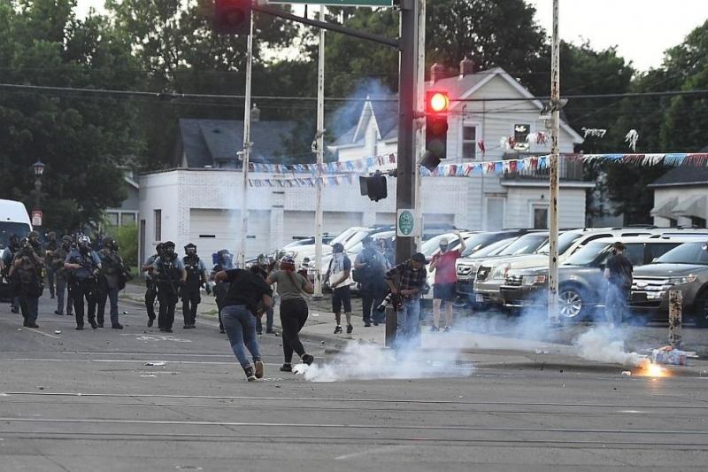 Седем души бяха простреляни снощи при протести в Луисвил, щата