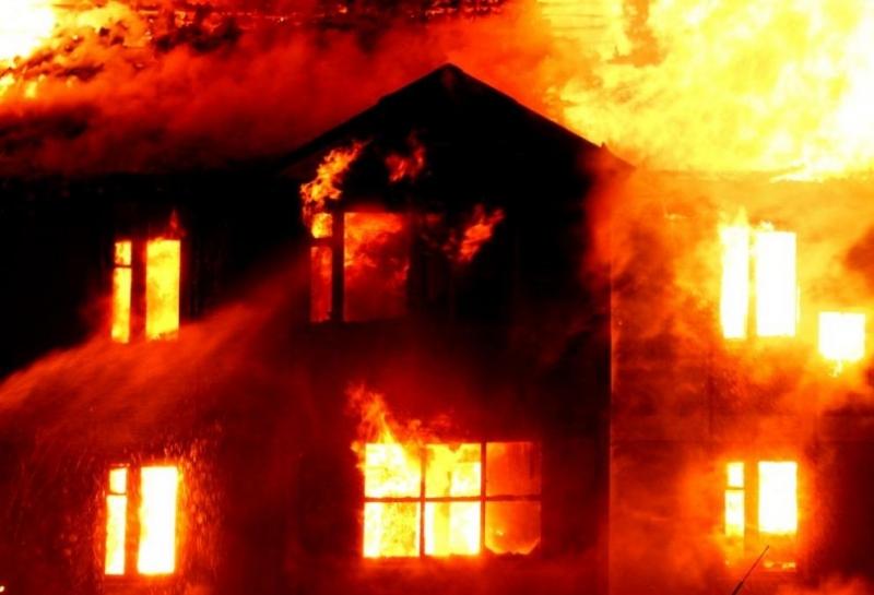 Погасен е пожар, възникнал в столичен хостел. Няма пострадали хора.