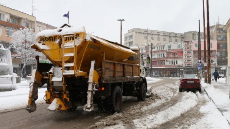 Има определена обществена поръчка за снегопочистване на общинската пътна мрежа