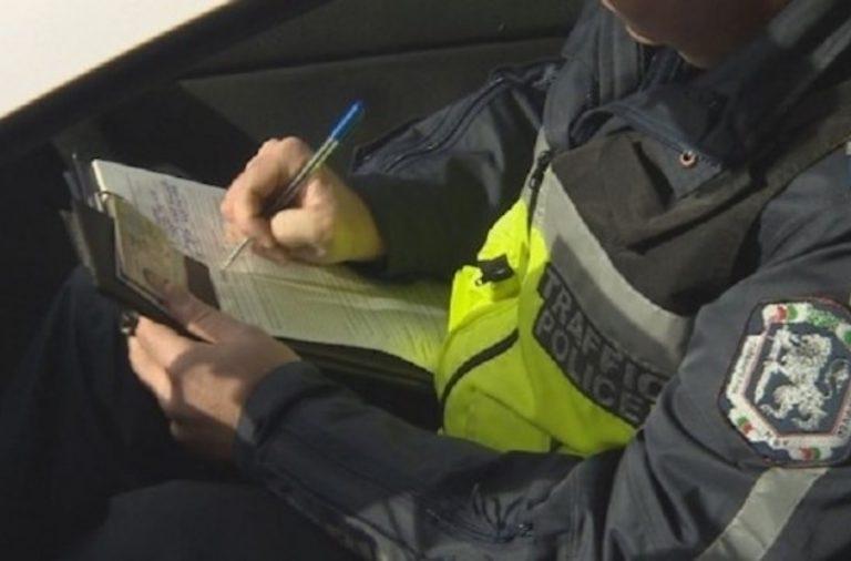 Ломски полицаи задържаха млад мъж, заловен да управлява автомобил под