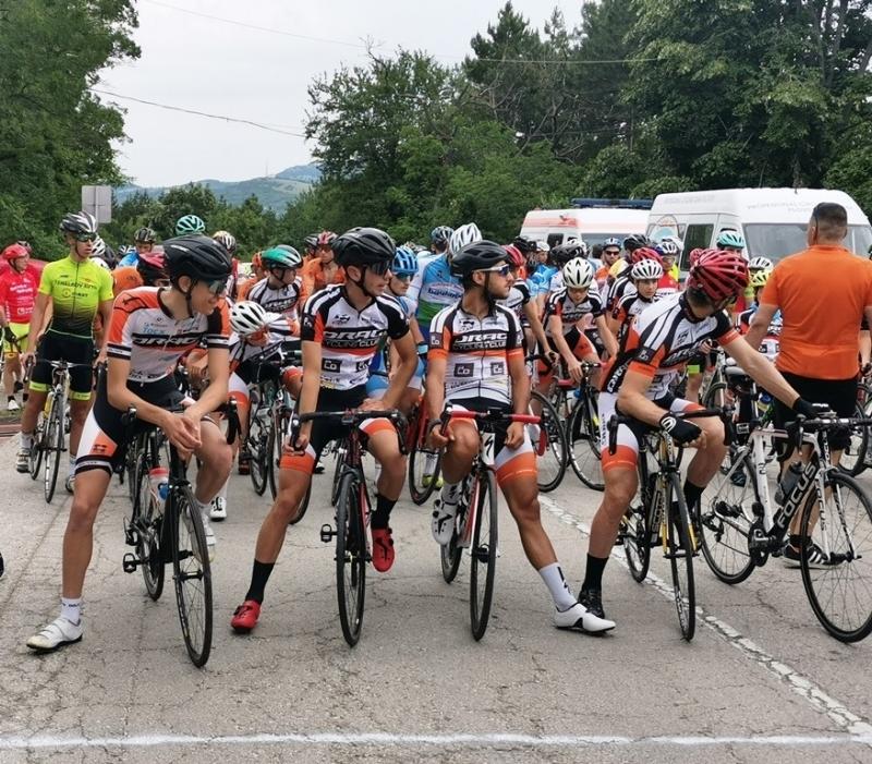 Велосипедисти от цялата страна взеха участие в състезание по шосейно колоездене във Враца /снимки/