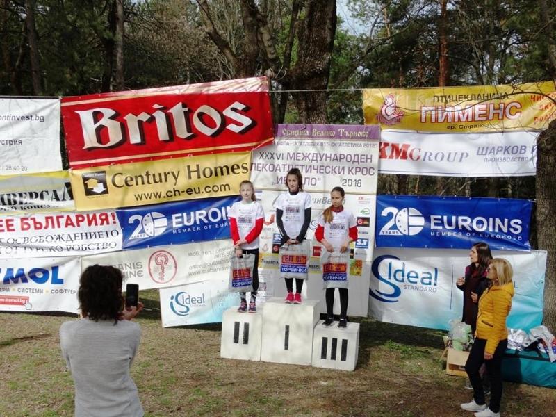 Два златни, един сребърен и два бронзови медала спечелиха състезателите