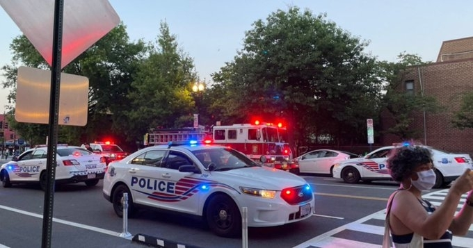 Въоръжен мъж откристрелбапред ресторант въвВашингтон, на около километър отБелия дом,