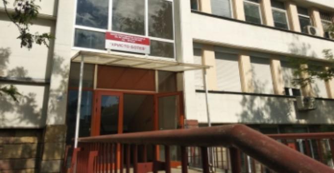 Снимка: Ударно тестват за коронавирус в отделението по Нефрология с Диализно лечение на болницата във Враца