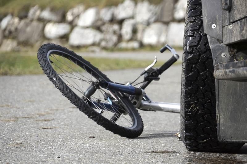 Велосипедист е пострадал, след като е бил блъснат от кола