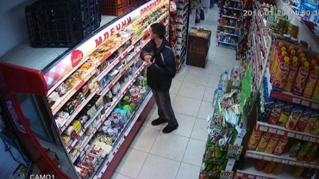 Полицаи са хванали 18-годишен криминално проявен младеж, откраднал храна от