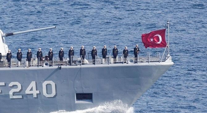 Кипърски риболовен кораб бе задържан в петък от турския флот