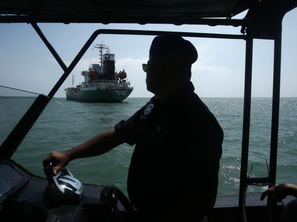 Снимка: Пирати отвлякоха 8 души от германски кораб край Камерун