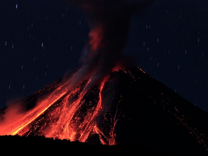 Вулкан в Еквадор изригна днес в 4 часа местно време.