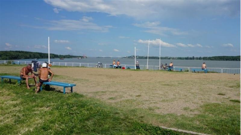 Ентусиасти от Видин откриха плажния сезон. Цецко, Стефчо, Дамян и