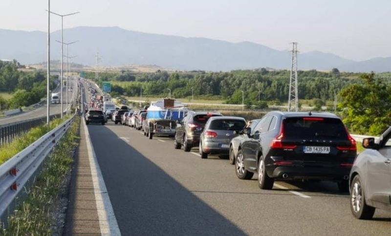 10 километра е опашката на единствения вход за Гърция –