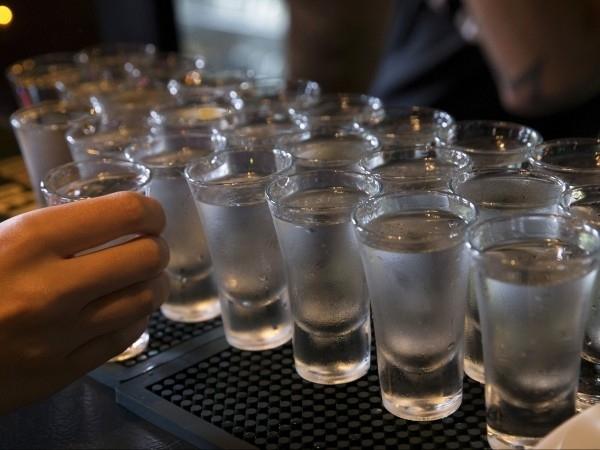 Българите изпиват средно по 12,3 л алкохол годишно, показва международно