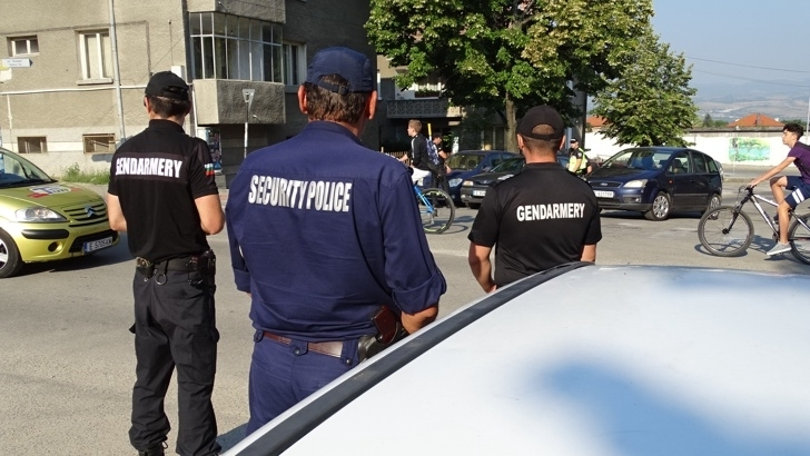 Полицаите в Бяла Слатина са разкрили и арестували наркодилър в