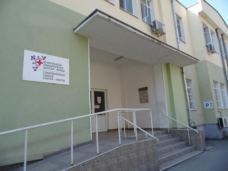 Снимка: Само в BulNews: Вътрешен човек е задържан за обира на лекарства за 200 бона от аптеката на Онкото във Враца