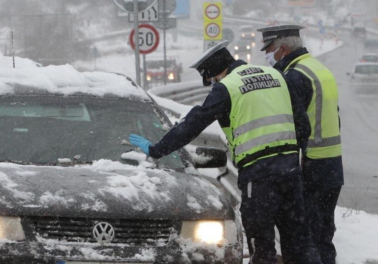 Само за ден полицията е проверила над 700 човека, информираха